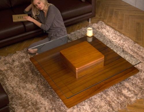 アルモニアのガラステーブル